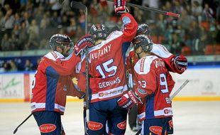 Avec cinq victoires en cinq journées, Grenoble partage la tête avec Rouen.