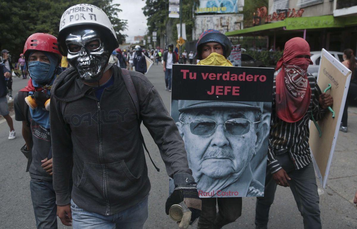 Des manifestants anti-gouvernement à Caracas au Venezuela, le samedi 10 juin 2017. – FERNANDO LLANO/AP/SIPA