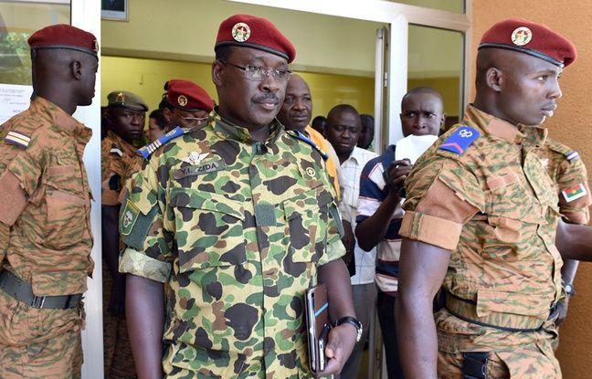 Le lieutenant-colonel Isaac Zida, numéro 2 de la garde présidentielle, le 1er novembre 2014 à Ouagadougou.