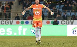 Football: Le gardien du Racing Alexandre Oukidja raconte comment il gagne ses duels sur penalty.