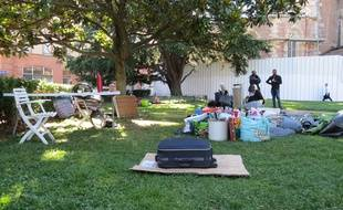 Les sans-abris ont déménagé le camp de Saint-Etienne vendredi.