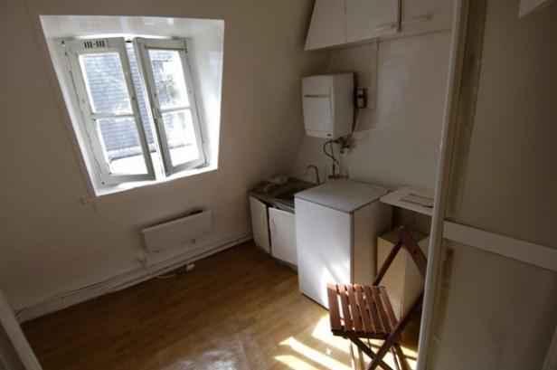 mal logement racontez nous votre vie dans une chambre de bonne. Black Bedroom Furniture Sets. Home Design Ideas