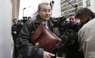 """François Fillon a demandé la """"saisie à titre conservatoire"""" des données électorales du scrutin controversé du 18 novembre pour la présidence de l'UMP, et des huissiers ont été mandatés à cette fin au siège du parti, annonce lundi son équipe dans un communiqué."""