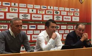 De gauche à droite: Eric Roy, nouveau directeur sportif du RC Lens, Arnaud Pouille, diurecteur général,, et Gervais Martel, président du conseil d'administration