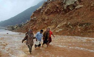 Une route totalement inondée après le passage du cyclone Mekunu, sur l'île yéménite de Socotra, le 24 mai 2018.