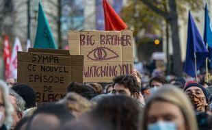 Des manifestants, le 21 novembre 2020 à Paris, contre l'article 24 de la loi Sécurité globale.