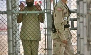 """Quatre Britanniques qui ont été détenus pendant plus de deux ans à Guantanamo ont déposé une requête devant la Cour suprême des Etats-Unis pour qu'elle se prononce sur le """"droit des détenus à ne pas être torturés"""", selon des documents obtenus lundi."""