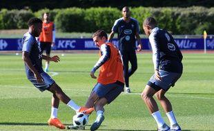 L'équipe de France pendant sa préparation à la Coupe du monde, le 25 mai 2018 à Clairefontaine.