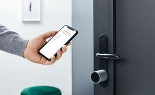 La serrure intelligente de Netatmo se déverrouille depuis un smartphone ou des clés physiques.