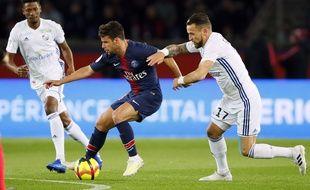Juan Bernat, et Anthony Goncalves lors du match de Ligue 1 PSG-Strasbourg, le 7 avil 2019 à Paris.