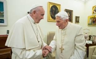 Le pape François et Benoît XVI au Vatican, en décembre 2018.