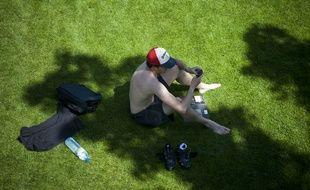 Regarder sur leur smartphone le temps qu'il fait ou qu'il fera est devenu un réflexe quotidien pour de nombreux Français.