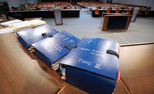 L'imposant dossier des prothèses PIP lors du procès de Jean-Claude Mas, dirigeant de l'entreprise.
