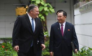 Mike Pompeo et Kim Yong-chol au sommet d'Hanoï, le 28 février 2019.