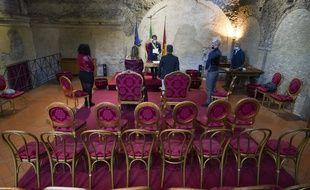 Un mariage en très petit comité à Rome, le 11 avril, en raison de l'épidémie de nouveau coronavirus.