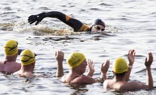 L'ancien nageur Maarten van der Weijden  a franchi lundi matin la barre des 172 kilomètres de la course
