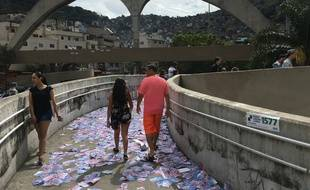 Des électeurs à Rocinha, la plus grande favela de Rio de Janeiro, le 7 octobre 2018