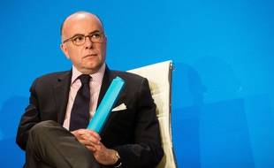Bernard Cazeneuve à Paris le 17 avril 2015.