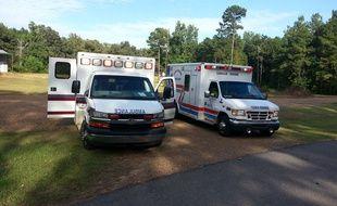 Le premier réflexe à avoir en cas d'AVC: appeler le Samu au 15. Illustration de véhicules d'urgences.
