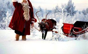 La Père Noël et ses rennes en Laponie.