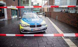 Dans la ville de Bottrop, une homme de 50 ans a d'abord tenté d'écraser un piéton