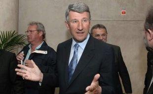 Philippe de Villiers (MPF) a quitté officiellement dimanche ses fonctions de président du conseil général de la Vendée, symboliquement 22 ans jour pour jour après sa première élection à ce siège, a-t-on appris dimanche auprès du conseil général.