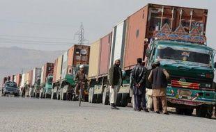 Deux chauffeurs de poids lourds d'approvisionnement des forces de l'Otan en Afghanistan ont été tués jeudi à la suite de tirs contre leurs véhicules alors qu'ils circulaient dans le nord-ouest du Pakistan, à proximité de la frontière afghane, ont annoncé les autorités locales.