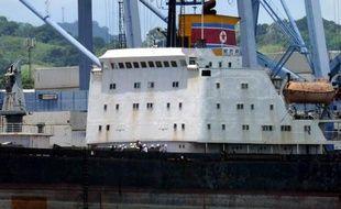 """L'armement saisi en juillet sur un bateau nord-coréen arraisonné au Panama """"viole sans aucun doute"""" le régime de sanctions adopté par l'ONU contre la Corée du Nord, a assuré le Panama mercredi, citant un rapport d'experts onusiens."""