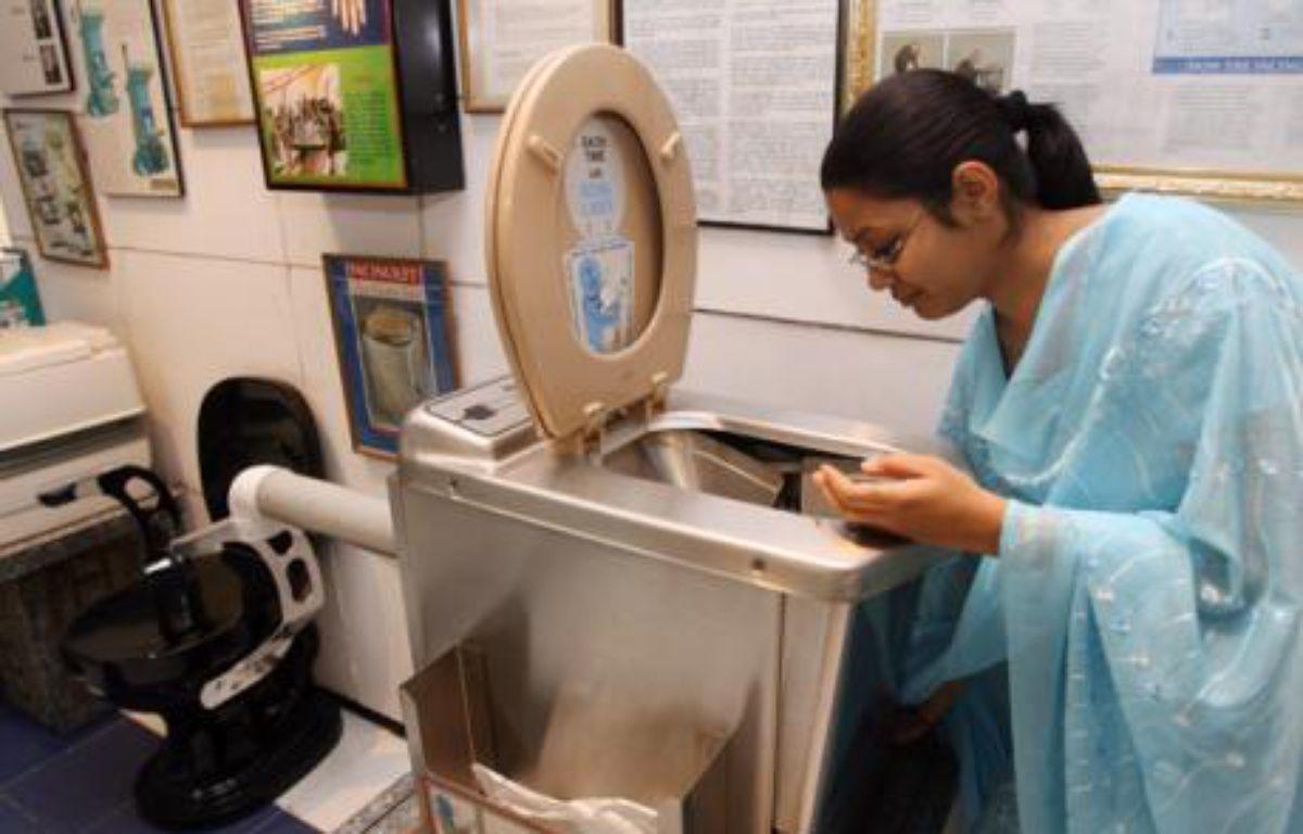 Au musée des toilettes de New Delhi, Inde, le 27 octobre 2007. – AFP