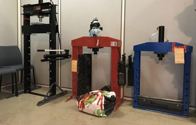 Les trois presses hydrauliques saisies dans le laboratoire de confection de cocaïne à Marseille