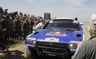 Le pilote Sud-Africain, Giniel de Villiers, vainqueur du Dakar 2009 le 17 janvier, à Carcarana, en Argentine.