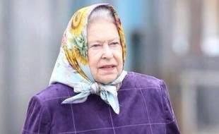 «Même la Reine est forcée de hijab», s'amuse l'nternaute @amjadt25.
