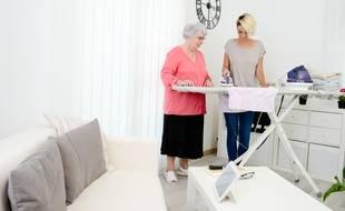 Les personnes âgées accueillies chez un particulier peuvent à présent déclarer ce salarié via le système du Cesu.