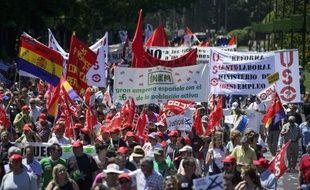 Des milliers de personnes ont manifesté à Madrid dimanche contre la politique d'austérité et le taux de chômage record, exhortant le Premier ministre espagnol Mariano Rajoy à se concentrer sur la création d'emplois pour sortir le pays de la récession.