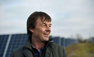 Nicolas Hulot en visite dans un parc photovoltaïque.