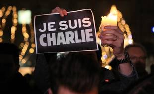 Strasbourg le 7 janvier 2015. Charlie Hebdo. Rassemblement en hommage au journal satirique Charlie Hebdo. Strasbourg