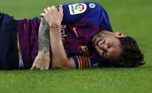 Lionel Messi s'est fracturé le bras contre Séville et manquera le Clasico face au Real Madrid, le 28 octobre prochain.