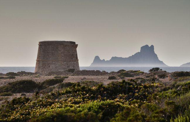 Sur la pointe de Sa Gavina se dresse l'une des quatre anciennes tours de défense témoignant d'un passé mouvementé.