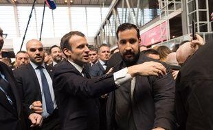 Emmanuel Macron et Alexandre Benalla au salon de l'agriculture le 24 mars 2018.