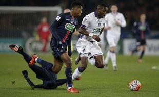 Le milieu de terrain du TFC Tongo Doumbia face au PSG lors du match de Coupe de France au Parc des Princes de Paris, le 19 janvier 2016.