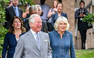 Le prince Charles, visiblement ravi, et Camilla, duchesse de Cornouailles, lors de leur première sortie officielle depuis la pandémie de coronavirus