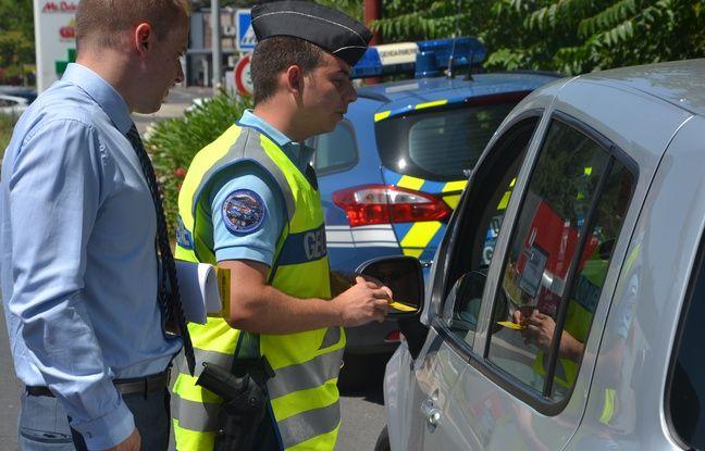 Les gendarmes en pleine opération de sensibilisation sur l'abaissement de la vitesse, ce dimanche, à Lodève.