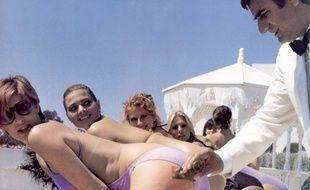Aldo Maccione dans le film Tais toi quand tu parles, de Philippe Clair (1981).