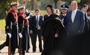 Ex-bête noire des Occidentaux, Mouammar Kadhafi a achevé mardi en Espagne un voyage européen d'une dizaine de jours pendant lequel il a, depuis Paris et Madrid, officialisé sa réhabilitation internationale en échange de promesses de milliards d'euros de contrats..