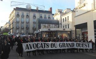 Manifestation des avocats, rue du Calvaire à Nantes, ce vendredi après-midi.