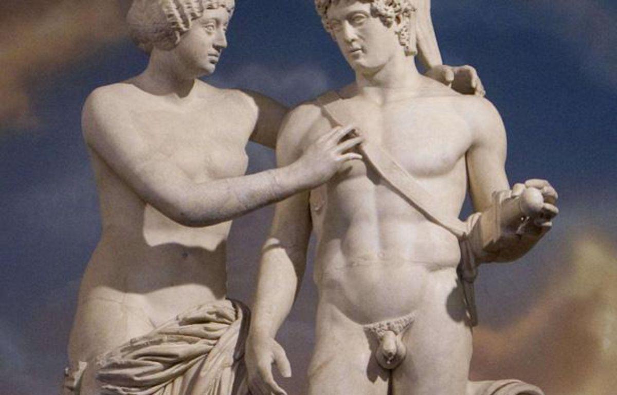Statue de Venus et Mars, auxquels Silvio Berlusconi a rendu des mains (pour la première) et un pénis (pour le second). – Andrew Medichini/AP/SIPA
