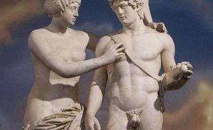 Statue de Venus et Mars, auxquels Silvio Berlusconi a rendu des mains (pour la première) et un pénis (pour le second).