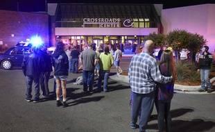 L'entrée du centre commercial où un homme a blessé huit personnes à l'arme blanche avant d'être abattu, à St. Cloud, Minnesota, le 17 septembre 2016.