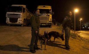 Deux Palestiniens ont été arrêtés dimanche soir lors d'une manifestation violente à Jérusalem-est qui n'a pas fait de blessés, a indiqué une porte-parole de la police israélienne.