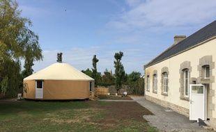 Une yourte a été installée à l'arrière d'une école, sur la commune de Guérande